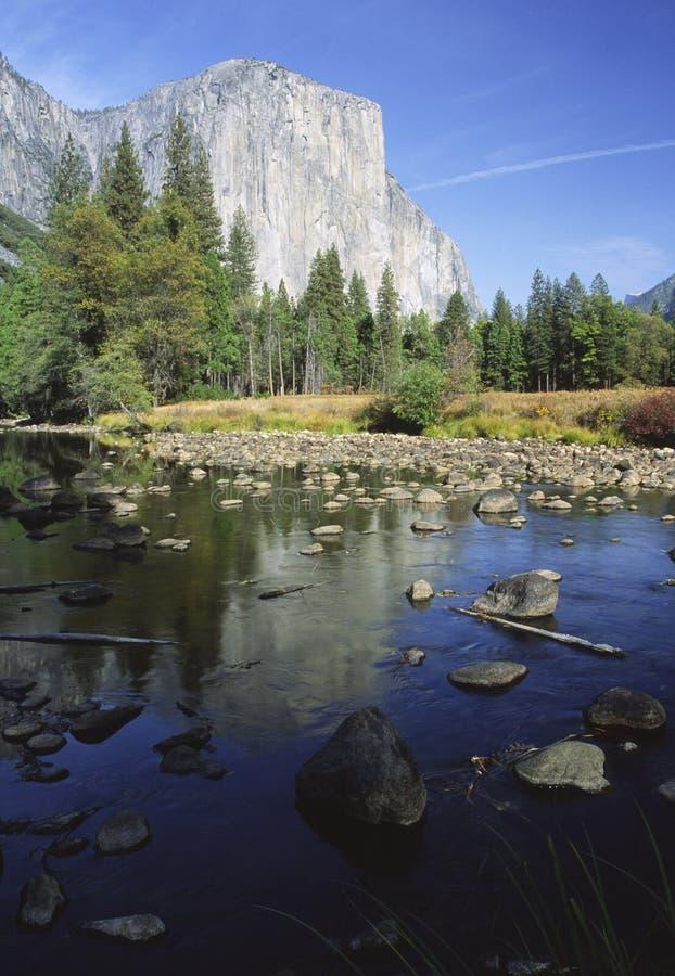 Otoño en el valle de Yosemite imagenes de archivo