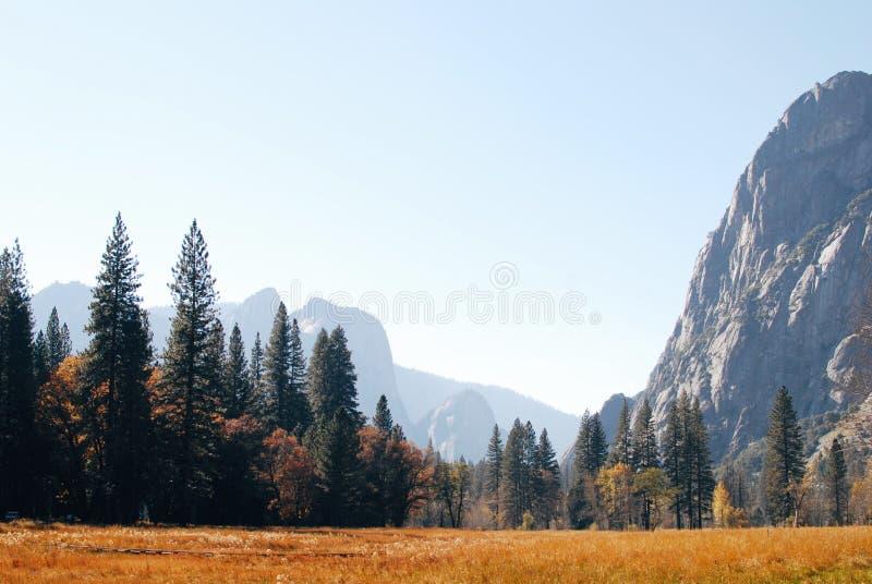 Otoño en el valle de Yosemite, parque nacional de Yosemite foto de archivo libre de regalías
