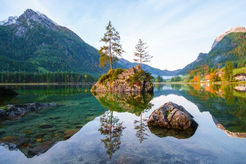 Otoño maravilloso del lago Alemania Hintersee fotos de archivo libres de regalías