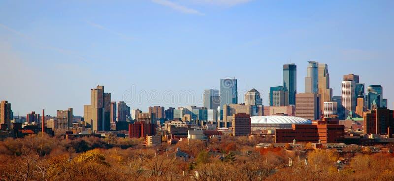 Otoño Minneapolis céntrica, manganeso imagen de archivo