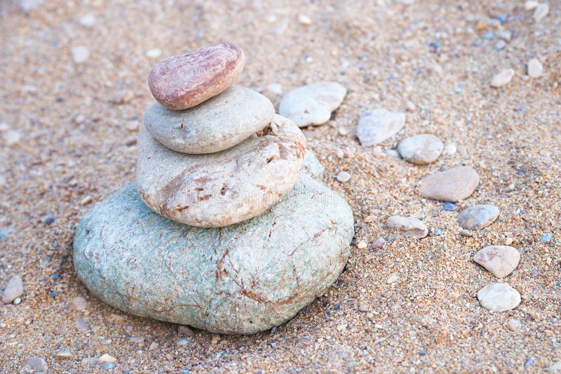 Download Otoczaka kamieni wierza zdjęcie stock. Obraz złożonej z tło - 57674838