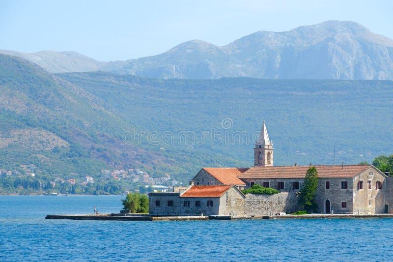 Otok海岛与阴险的人秩序修道院,蒂瓦特海湾,黑山的Gospa od芦粟 免版税图库摄影