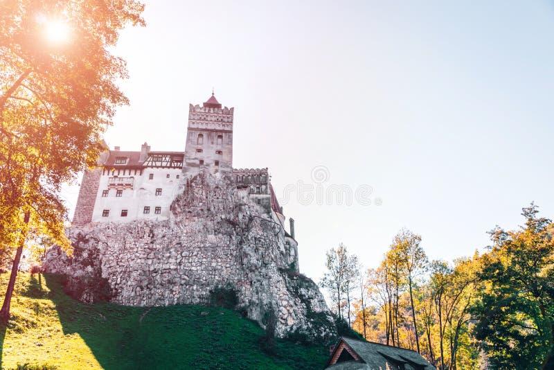 Otręby średniowieczny Kasztel Podróż i wakacje Europa, wycieczka turysyczna piękny słoneczny dzień, kopii przestrzeń Brasov, Tran obrazy royalty free