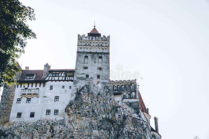Otręby średniowieczny Kasztel Podróż i wakacje Europa, wycieczka turysyczna piękny słoneczny dzień, kopii przestrzeń Brasov, Tran zdjęcia royalty free