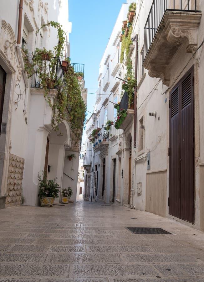Otranto Italia Vista della via, fotografata un bello giorno soleggiato nella fine dell'estate fotografia stock