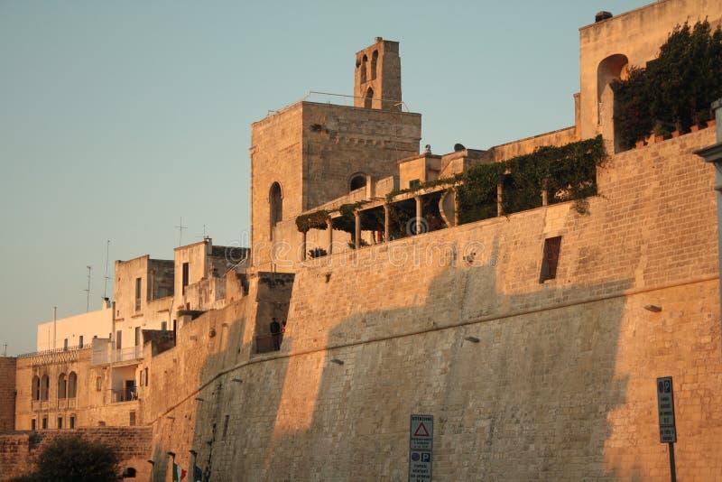 Otranto stary miasteczko izoluje i góruje Puglia, Włochy zdjęcie stock