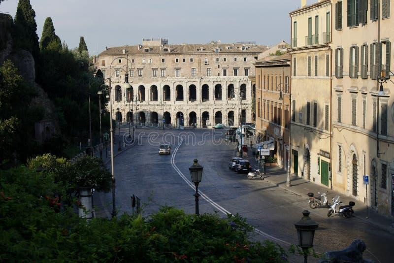 Otta mitt av Rome, gata som är solig, Italien arkivfoton