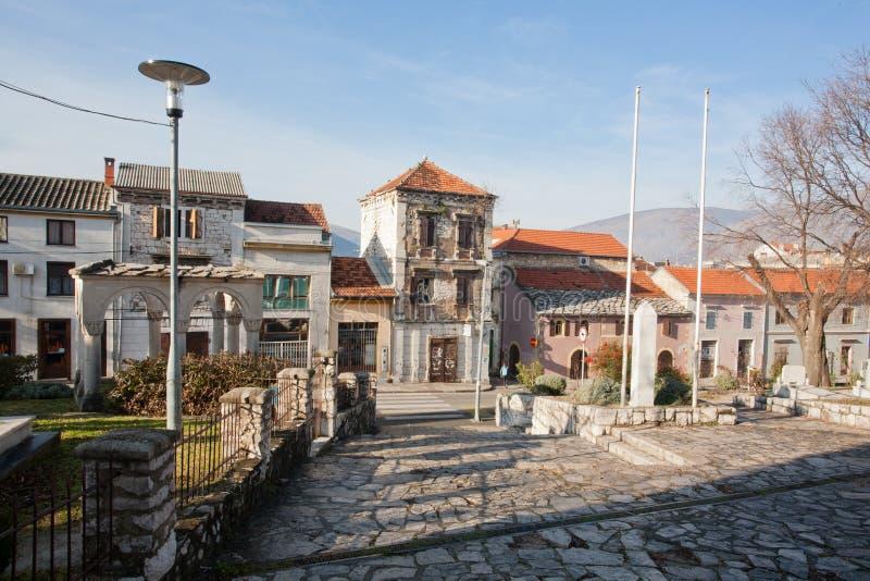 Otta på den historiska gatan av den gamla staden i Mostar arkivfoto