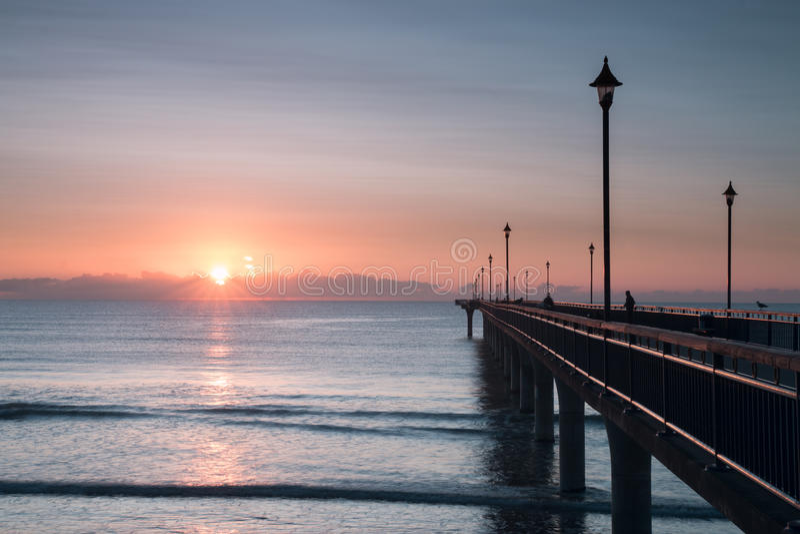 Otta på nya Brighton Pier fotografering för bildbyråer