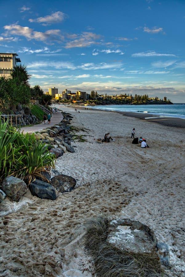 Ottagryningsoluppgång på strandsolskenkusten Australien royaltyfria foton