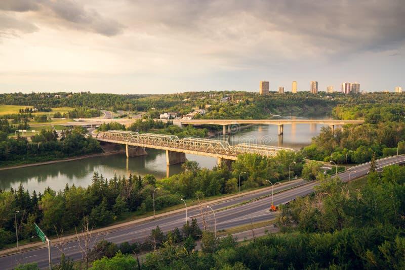 Ottasoluppgång i Edmonton River Valley royaltyfria bilder