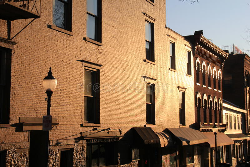 Ottasoluppgång på Caroline Street, Saratoga Springs, New York, 2016 arkivbilder