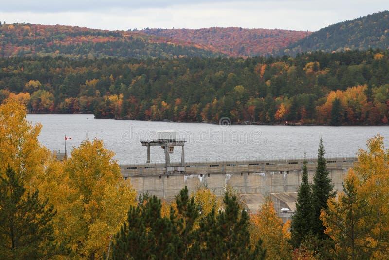 Ottawa-Fluss hydroverdammungs-Fallbild lizenzfreies stockbild
