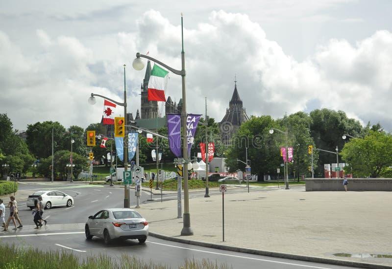 Ottawa, 26 Juni: Het Parlement Heuvel met Bibliotheektoren in Canada 150 Festiviteit van Ottawa in Canada stock afbeeldingen