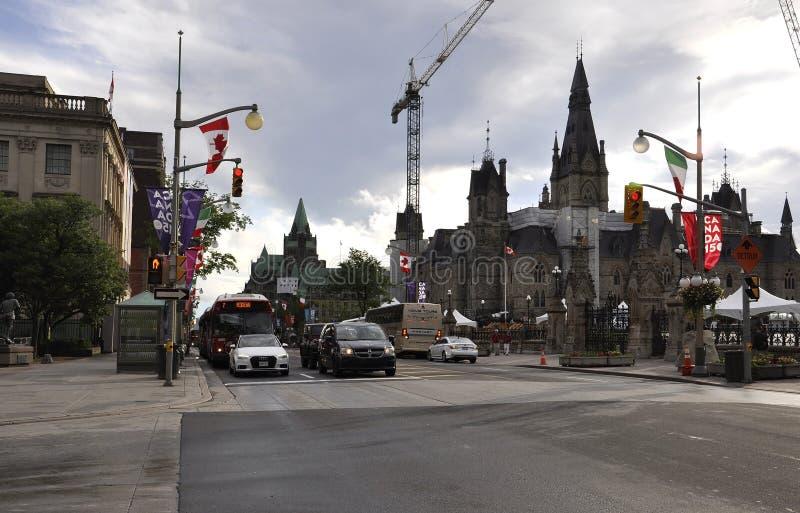 Ottawa, 26 Juni: Parlementsgebouw met de Toren van het het Westenblok in Canada 150 Festiviteit van Ottawa in Canada stock foto