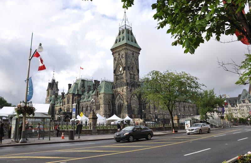 Ottawa, 26 Juni: Parlementsgebouw met het Bloktoren van het Oosten in Canada 150 Festiviteit van Ottawa in Canada royalty-vrije stock foto