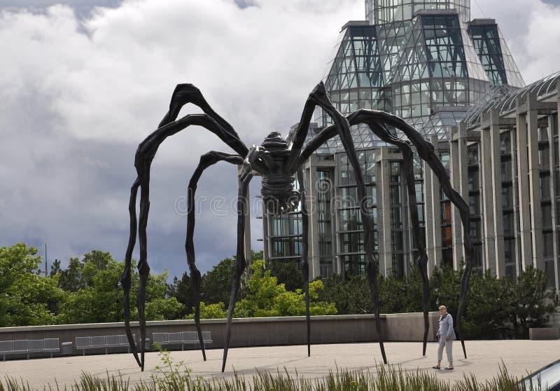 Ottawa, am 26. Juni: Spinnenfront von nationalem Art Gallery vom Stadtzentrum von Ottawa in Kanada stockbilder
