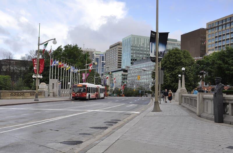 Ottawa, am 26. Juni: Wellington Street-Ansicht vom Stadtzentrum von Ottawa in Kanada lizenzfreie stockfotografie