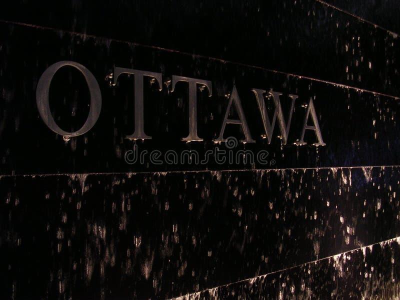 Ottawa la nuit photographie stock libre de droits