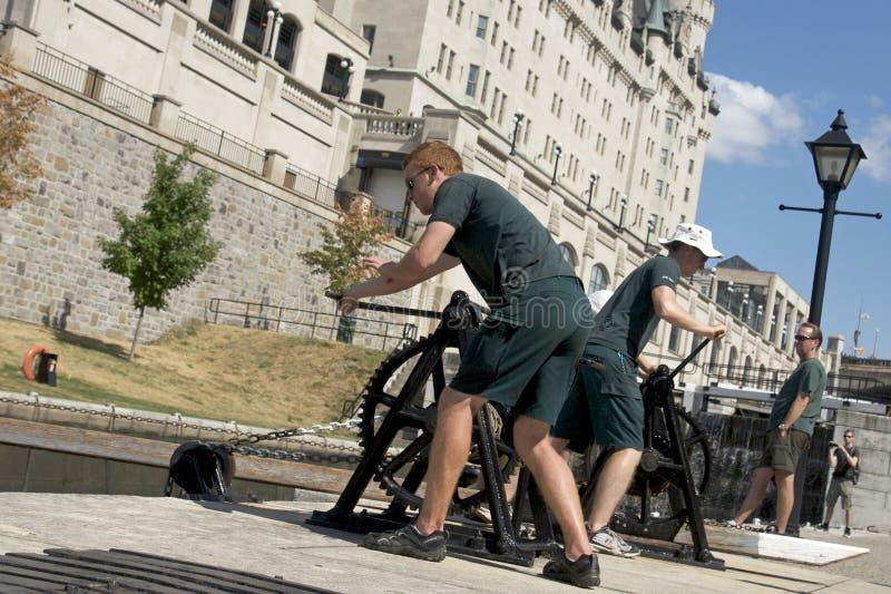 Ottawa - operando os fechamentos no canal de Rideau fotografia de stock royalty free