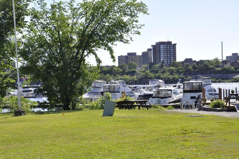 Ottawa, 26th Czerwiec: Ottawa brzeg rzeki schronienie od Gatineau w Ontario prowinci i krajobraz obrazy stock