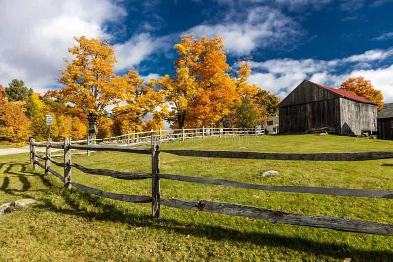 17 ottobre 2017 azienda agricola della Nuova Inghilterra con Autumn Sugar Maples - il Vermont fotografia stock