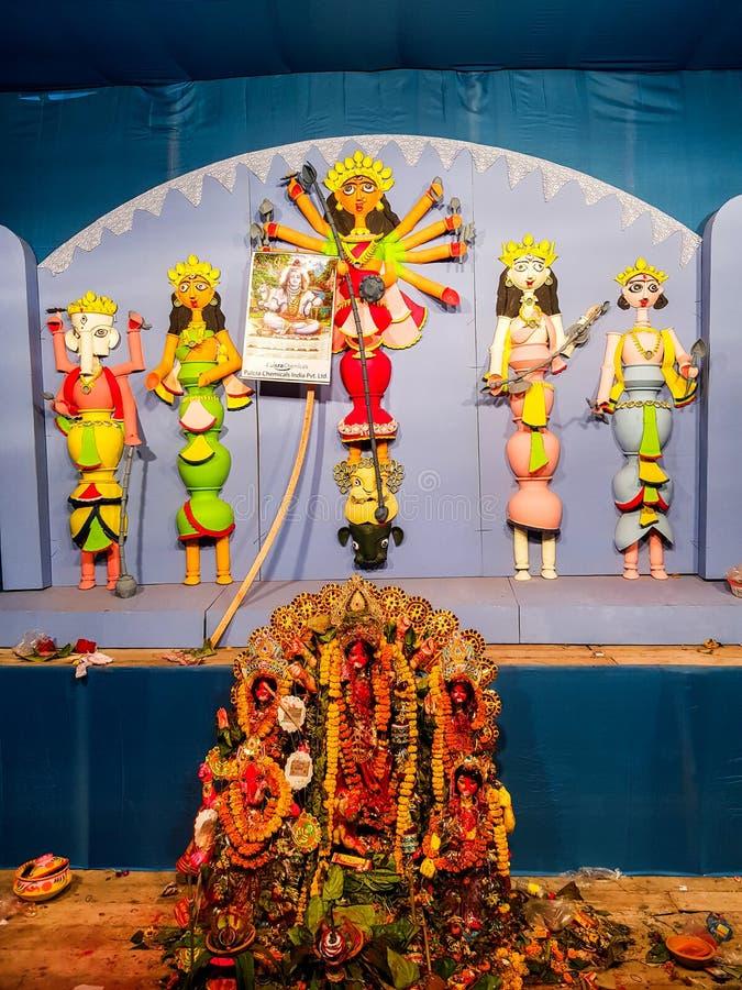 Ottobre 2018, Calcutta, il Bengala Occidentale, India Idolo di Durga della dea in un Pandal Durga Puja è il festival indù mondial fotografia stock libera da diritti