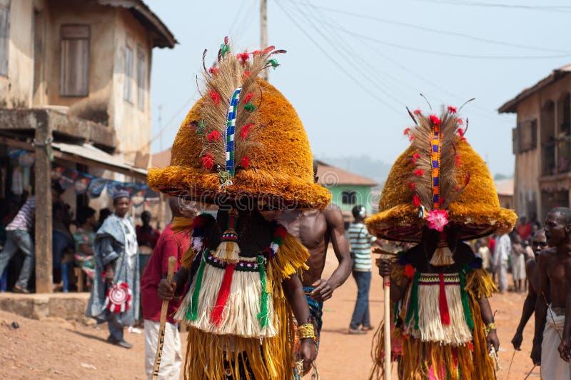 Otuo-Alters-Grad-Festival - Maskerade in Nigeria  stockbild