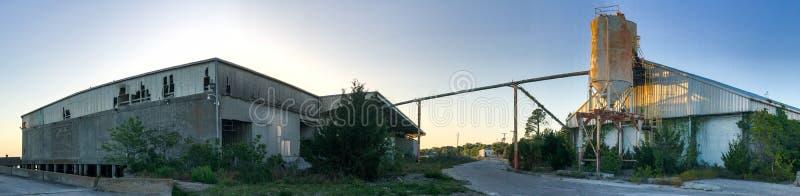 Otvungenhetcementsilo på Port Royal, South Carolina fotografering för bildbyråer