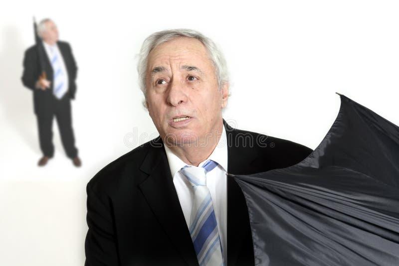 otwarcie seniora parasolkę obraz stock
