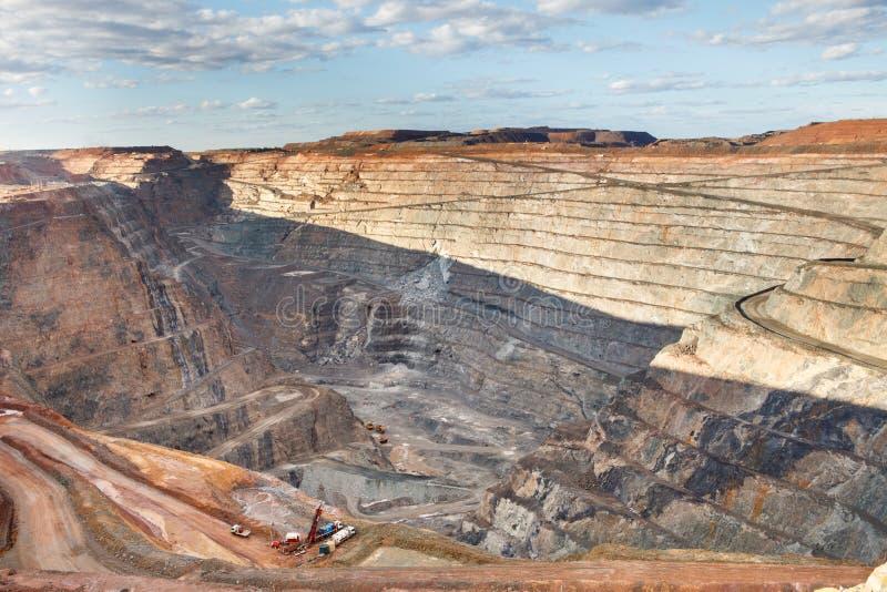 otwarta kopalnia złota jama obraz stock