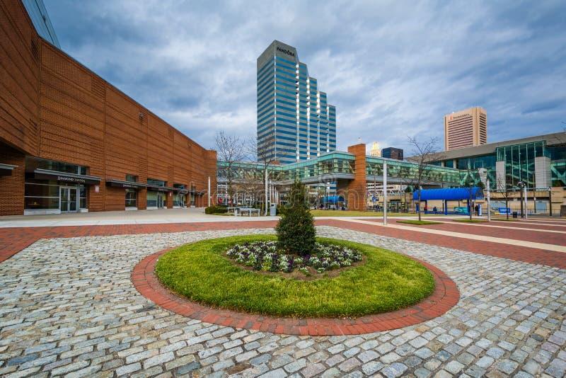 Otwarta przestrzeń i nowożytni budynki w w centrum Baltimore, Maryland zdjęcie royalty free