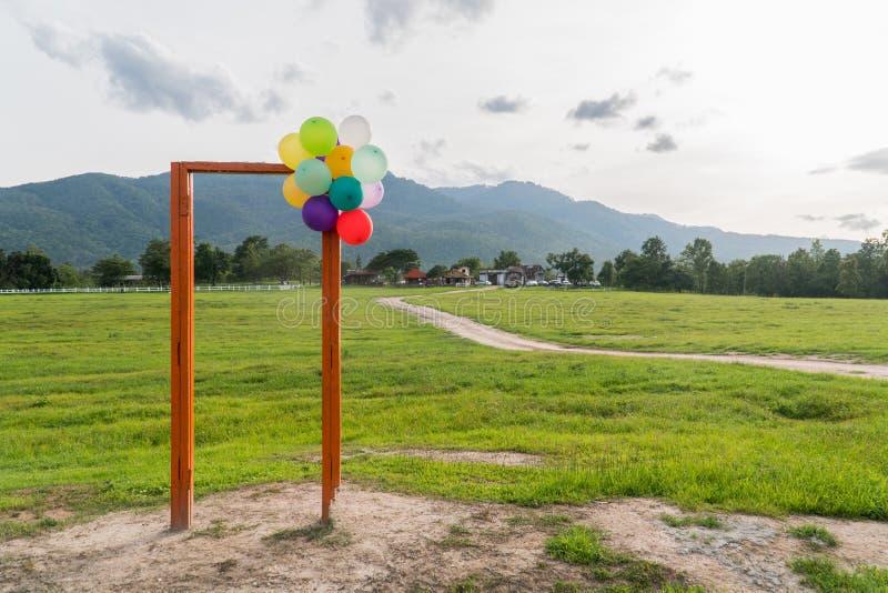 Otwarte Drzwi i balon fotografia stock