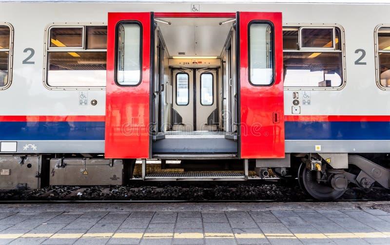 Otwarte drzwi od pociągu zdjęcie stock