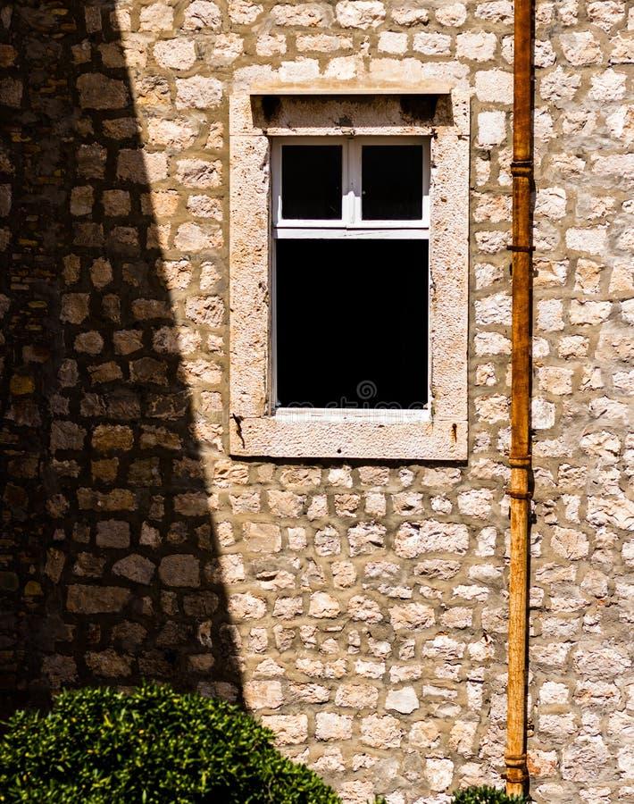 Otwarte okno w starym budynku obraz royalty free