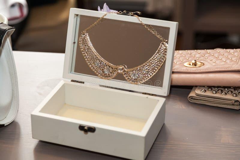 Otwarty jewlery pudełko zdjęcie royalty free