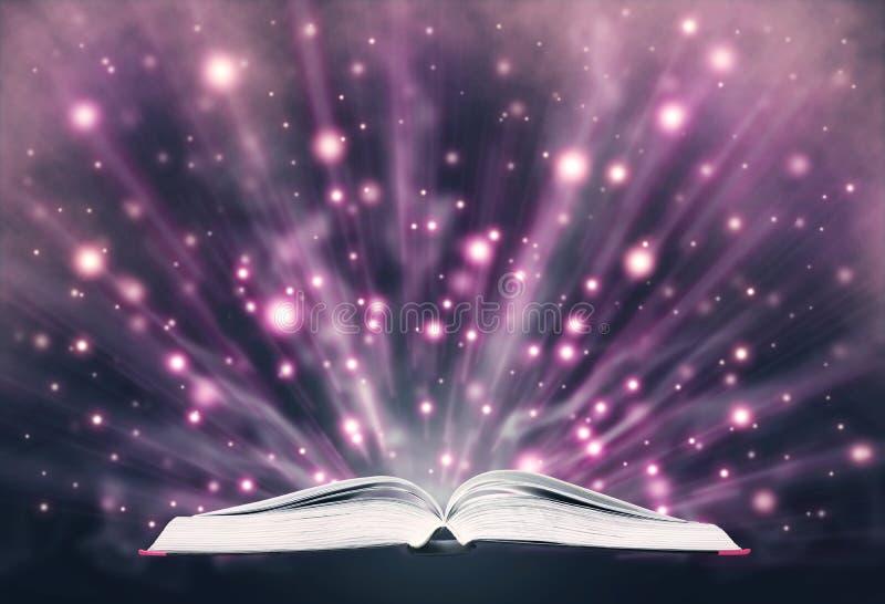 Otwarty książkowy emituje iskrzasty światło ilustracji