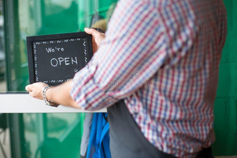 Otwarty znak przy drzwiowym kawiarnia barem obrazy royalty free