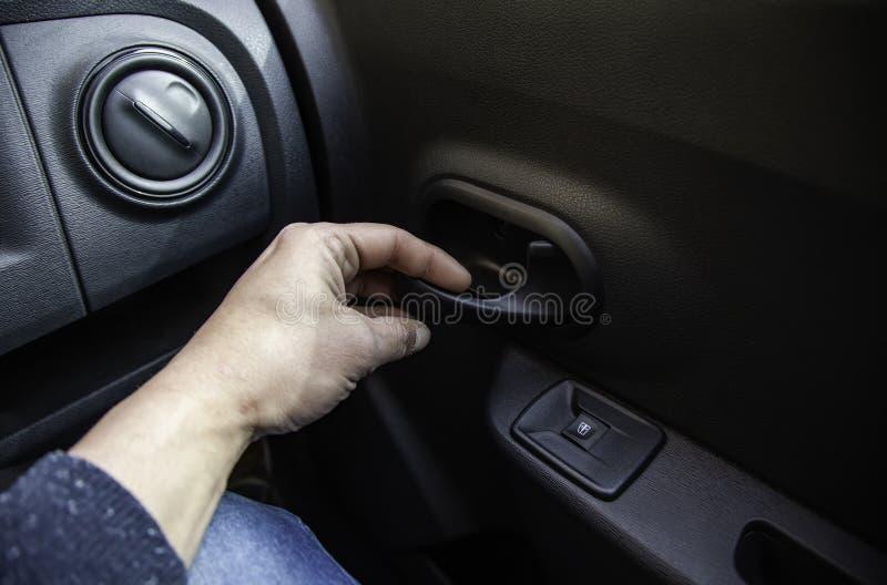 Otwierać samochodowego drzwi fotografia royalty free