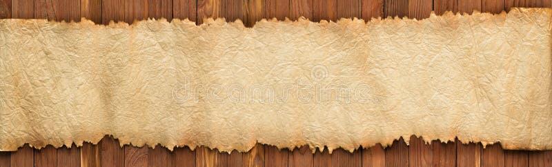 Otwiera antyczną ślimacznicę na drewnianym stole, panoramiczny papierowy backgroun fotografia stock