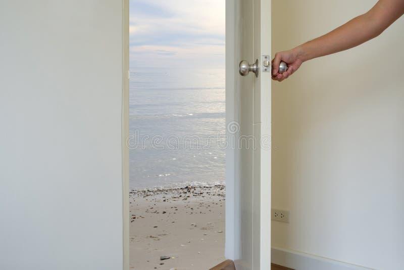 Otwiera drzwi morze zdjęcia royalty free