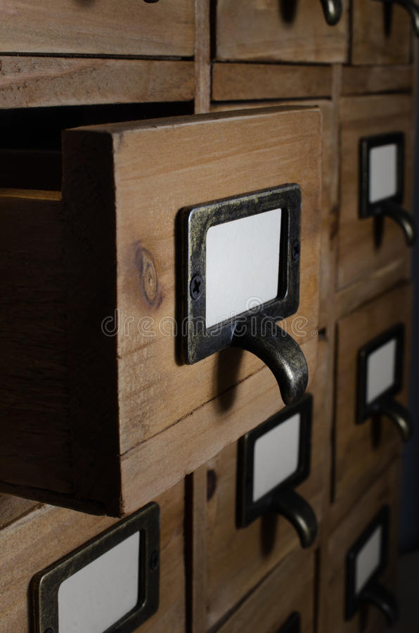 Otwiera kreślarza w Drewnianych wskaźnik Karcianych jednostkach fotografia royalty free
