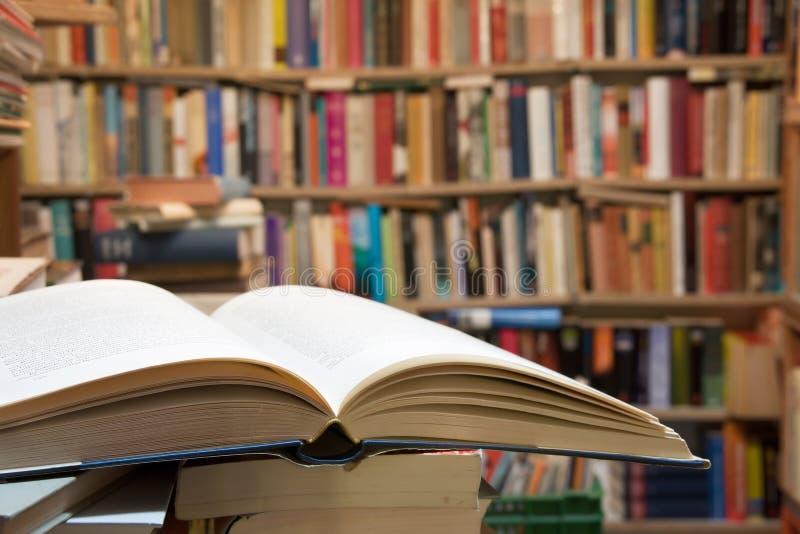 Otwiera Książkę obrazy stock
