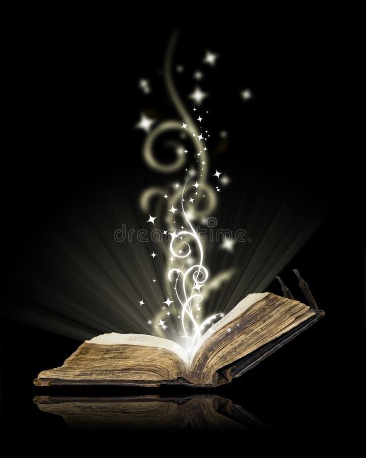 Otwiera książkową magię zdjęcie royalty free