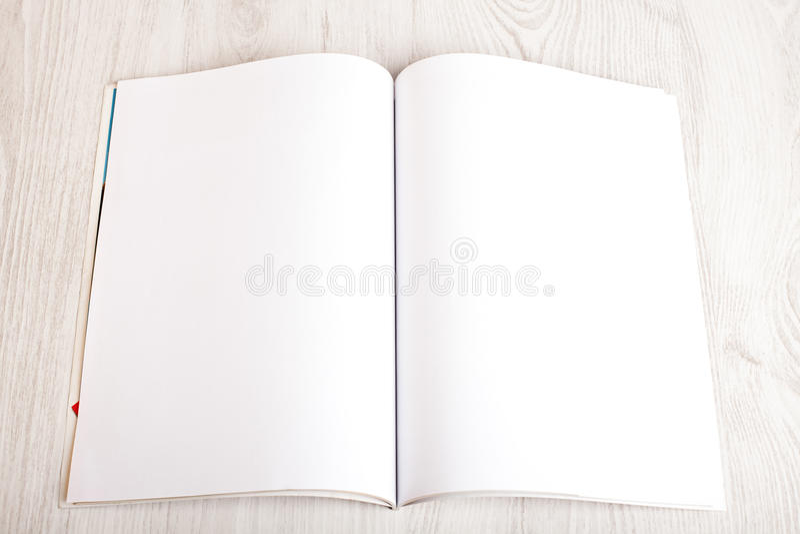 Otwiera magazyn z pustymi stronami obraz stock