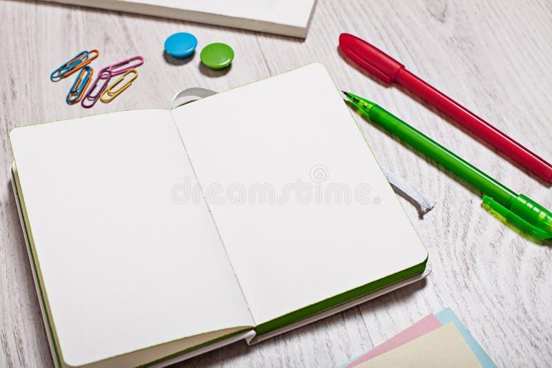 Otwiera notepad z pustych stron mockup zdjęcie royalty free