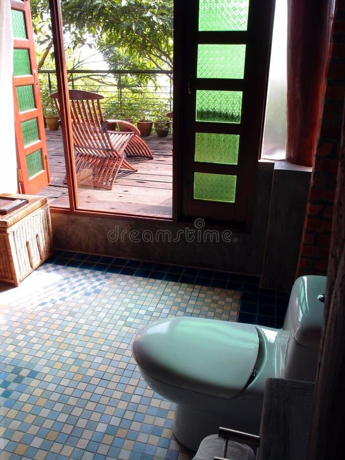 Otwiera pojęcie łazienkę, tropikalny kurort zdjęcie stock