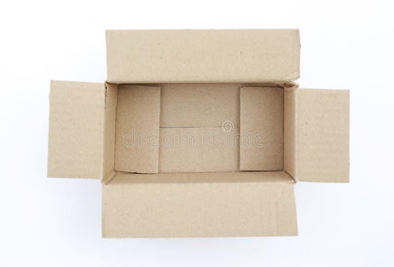 Otwiera pusty karton gofruj?cego karton odizolowywaj?cego na bielu zdjęcia royalty free