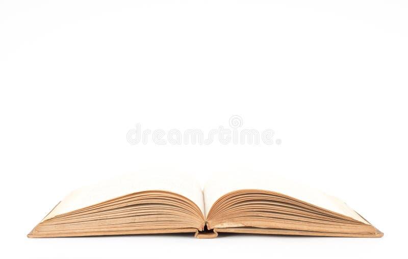 Otwiera starą książkę zdjęcia stock