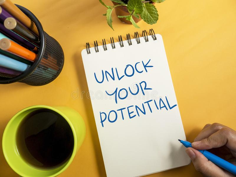 Otwiera Twój potencjał, biznesowe motywacyjne inspiracyjne wyceny obraz stock